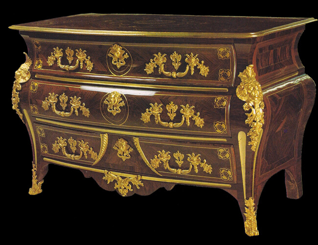 Commode tombeau estampillée N. B